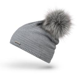 Jasnoszara czapka damska modna na zimę brodrene