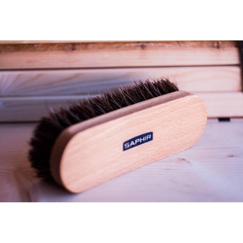 https://gentle-man.pl/1431-drewniana-szczotka-do-butow-do-czyszczenia-saphir-18-cm.html