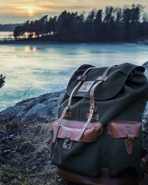 4f436b52e9be6 Mężczyźni idący z biegiem czasu zostali zwolennikami toreb. Są bardziej  nowoczesne i pasują do każdego stylu. Śmiało można je nosić do szkoły, ...
