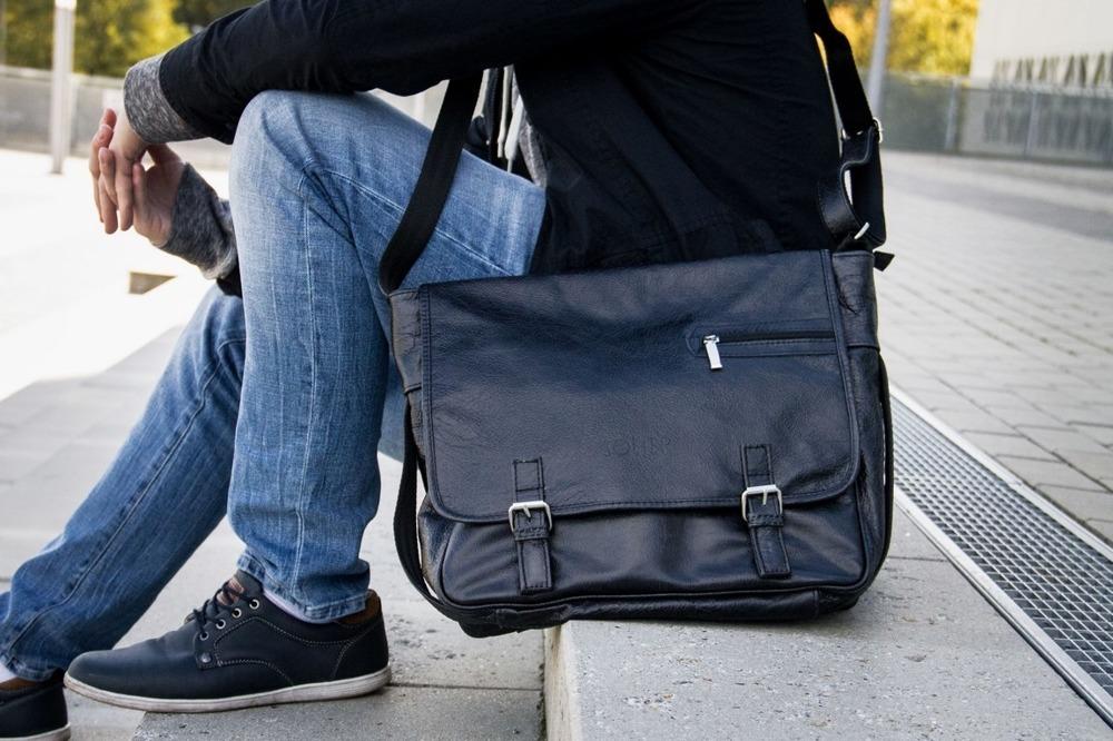 deac68f152bdc Torby męskie na uczelnie - co ppwinna posiadac torba dla studenta ...